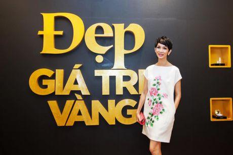 """Xuan Lan tu tin """"do sac"""" ben canh nguoi dep den Hung Giang My - Anh 6"""