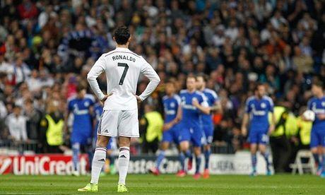 Fan Real Madrid van khoan khoai du doi nha thua tham Schalke - Anh 1
