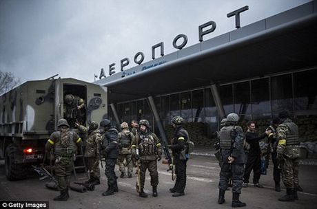 Cuoc hop bi mat cua Putin ve ke hoach sap nhap Crimea - Anh 4