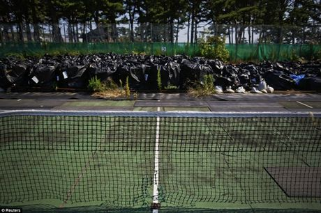 Bong ma phong xa o Fukushima sau song than Nhat Ban - Anh 1