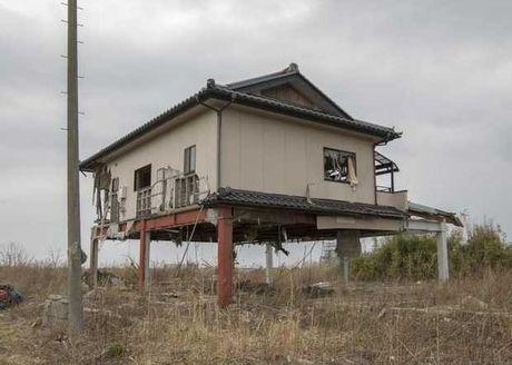 Bong ma phong xa o Fukushima sau song than Nhat Ban - Anh 3