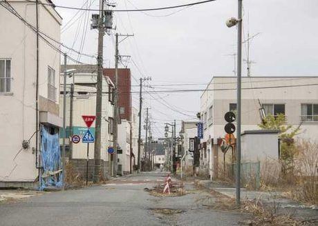 Bong ma phong xa o Fukushima sau song than Nhat Ban - Anh 9