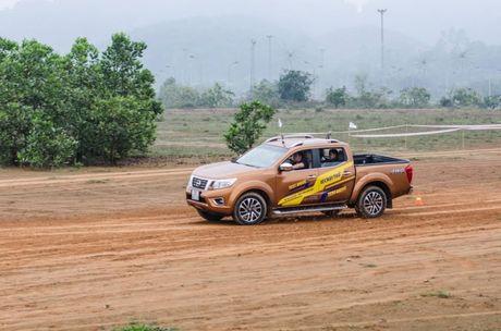 Cam nhan ban dau kha nang van hanh cua Nissan Navara NP300 - Anh 3