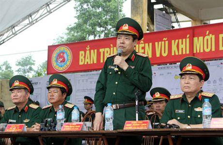 Ban trinh dien vu khi moi do Tong cuc Cong nghiep Quoc phong nghien cuu, che thu - Anh 2