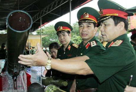 Ban trinh dien vu khi moi do Tong cuc Cong nghiep Quoc phong nghien cuu, che thu - Anh 5