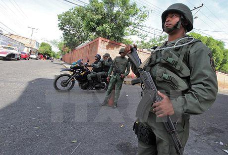Quan doi Colombia to cao binh sy Venezuela xam nhap trai phep - Anh 1