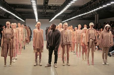"8 ly do khien BST cua Kanye West cuc ""hot"" tai NYFW - Anh 1"