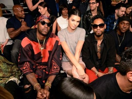 "8 ly do khien BST cua Kanye West cuc ""hot"" tai NYFW - Anh 14"