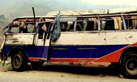 Nepal: Tai nan xe buyt kinh hoang, hang chuc nguoi thuong vong - Anh 1