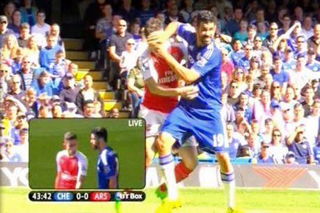"""Fan Arsenal tuc gian: """"Hay xich co thang Costa lai!"""" - Anh 1"""