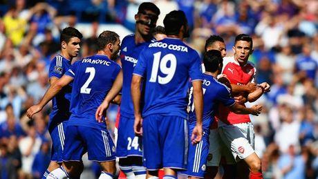"""Fan Arsenal tuc gian: """"Hay xich co thang Costa lai!"""" - Anh 4"""