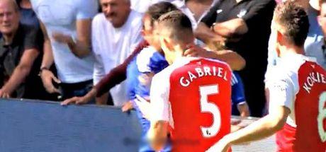 Nhung hinh anh kinh hai ve hanh vi bao luc cua 'ga do te' Diego Costa trong tran gap Arsenal - Anh 6