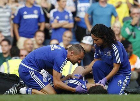 HLV Mourinho gap rac roi voi bac si xinh dep cua Chelsea - Anh 1