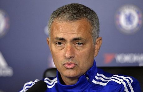 HLV Mourinho gap rac roi voi bac si xinh dep cua Chelsea - Anh 2