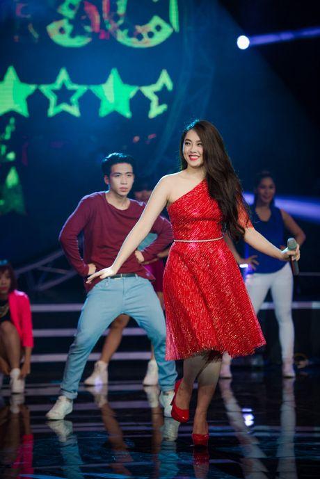 Hot girl Idol Khanh Tien tuoi moi tren san khau - Anh 1