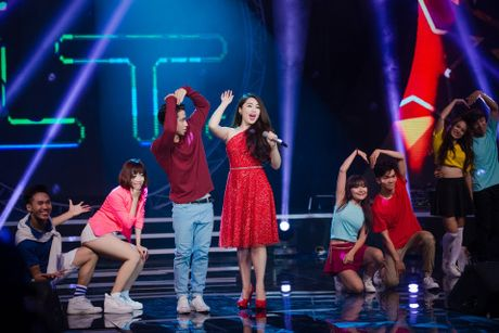 Hot girl Idol Khanh Tien tuoi moi tren san khau - Anh 2