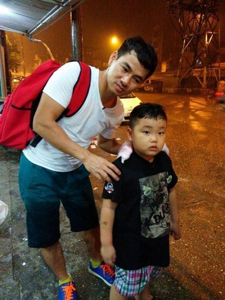 Bo oi, minh di dau the: Mua lon, bo con Xuan Bac van di lam nhiem vu - Anh 2