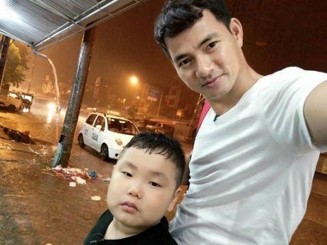 Bo oi, minh di dau the: Mua lon, bo con Xuan Bac van di lam nhiem vu - Anh 4
