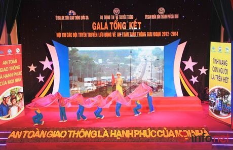 49 tinh, thanh pho tham du dem Gala tong ket Hoi thi ATGT - Anh 2