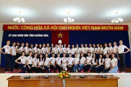 45 nguoi dep Hoa hau Hoan Vu Viet Nam tham UBND tinh Khanh Hoa - Anh 1