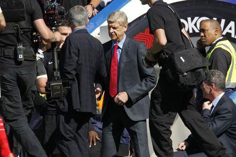 "Mourinho ""truy tim"" Wenger de duoc bat tay - Anh 1"