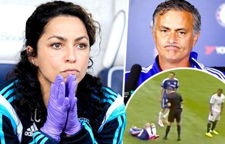 Mourinho doi mat an phat 5 tran vi vu nu bac si - Anh 1
