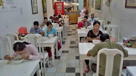 Tang 1.000 suat an mien phi cho nguoi ngheo tai Ha Noi - Anh 1