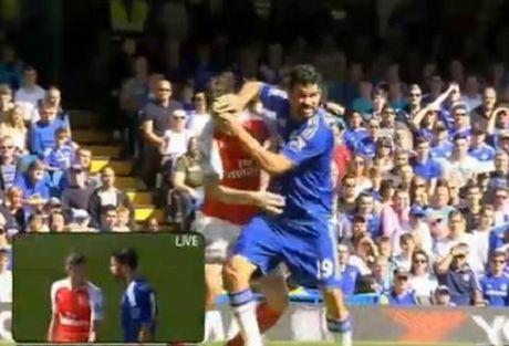 "Trong tai Howard Webb: ""Diego Costa xung dang nhan 3 chiec the do"" - Anh 1"
