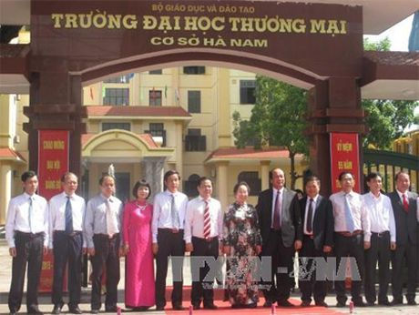 Pho Chu tich nuoc Nguyen Thi Doan du le gan bien Truong Dai hoc Thuong mai co so Ha Nam - Anh 1