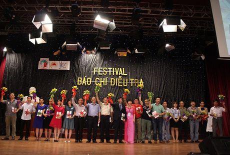 Sinh vien voi CLB Bao chi dieu tra: San choi day hung thu - Anh 1