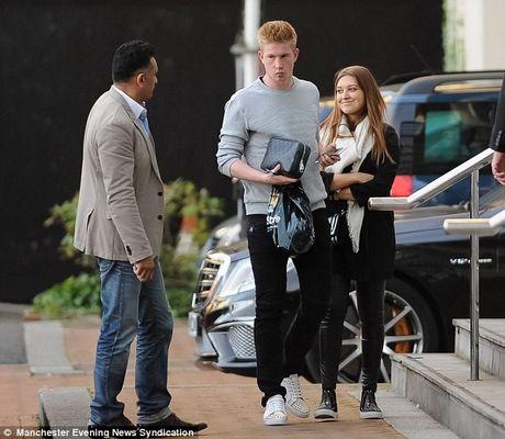 Kevin De Bruyne di mua sam truoc tran ra mat cho Man City - Anh 2