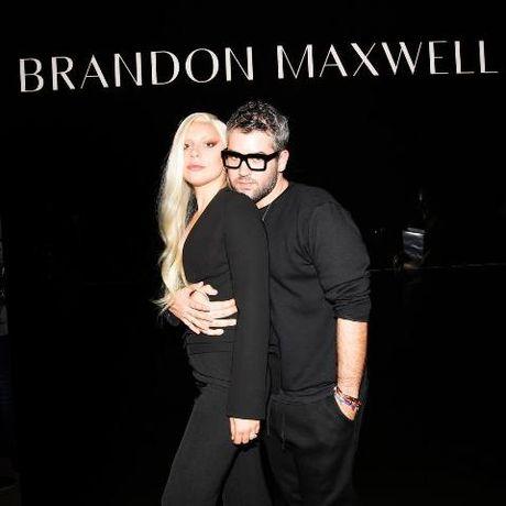 Lady Gaga bat khoc tai show cua Brandon Maxwell - Anh 11