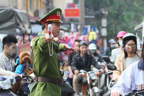 Duong pho Ha Noi ron rang truoc dem Giang sinh - Anh 18