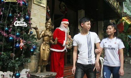 Duong pho Ha Noi ron rang truoc dem Giang sinh - Anh 21