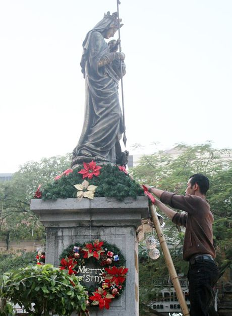 Duong pho Ha Noi ron rang truoc dem Giang sinh - Anh 2