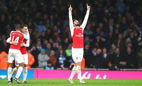 Arsenal & cuoc dua vo dich: Khi Alexis o xu so ky dieu cua Wenger - Anh 1