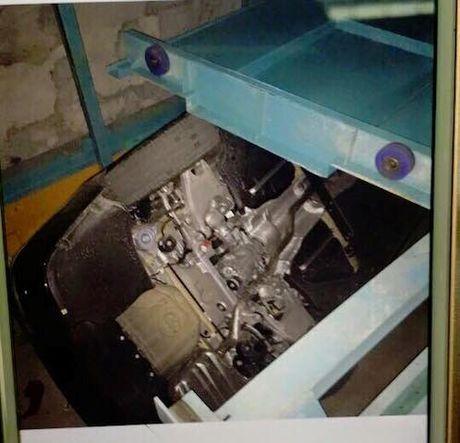 BMW tien ty roi nat trong nha de xe o Ha Noi - Anh 1