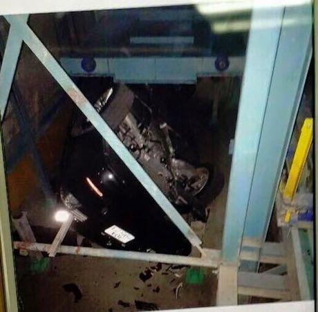 BMW tien ty roi nat trong nha de xe o Ha Noi - Anh 3