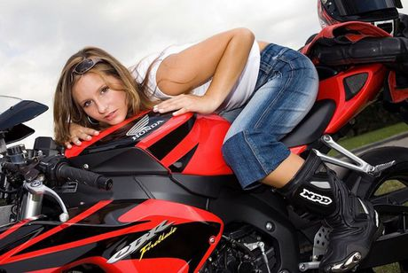 "Xem mau Tay ""lot do"" tren sieu moto Honda CBR1000RR - Anh 2"