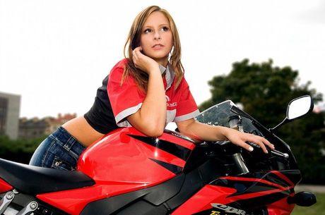"Xem mau Tay ""lot do"" tren sieu moto Honda CBR1000RR - Anh 3"