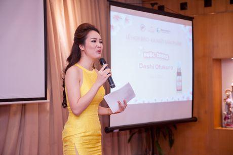 A hau Thuy Van vai tran goi cam giua troi dong Ha Noi - Anh 3