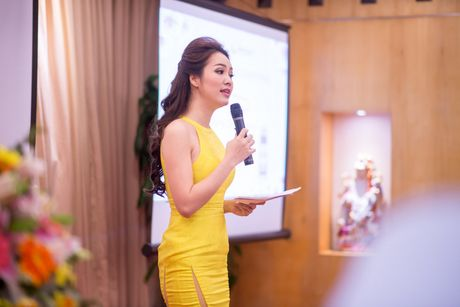 A hau Thuy Van vai tran goi cam giua troi dong Ha Noi - Anh 5