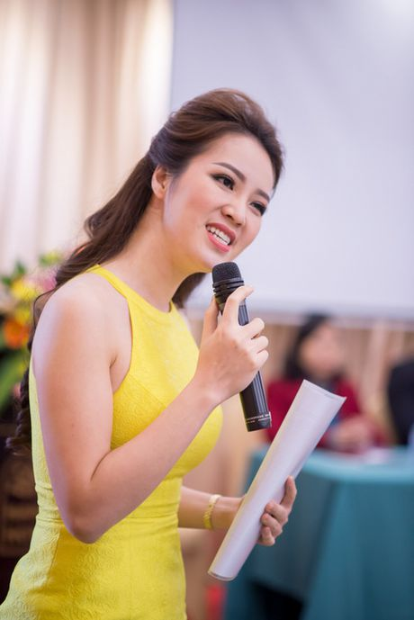 A hau Thuy Van vai tran goi cam giua troi dong Ha Noi - Anh 7
