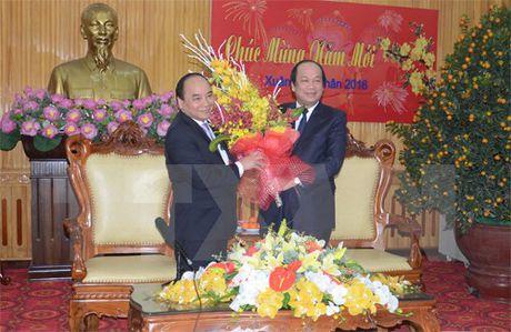 Cac vi lanh dao tham va chuc Tet tai tinh Ha Nam, Quang Ninh - Anh 1