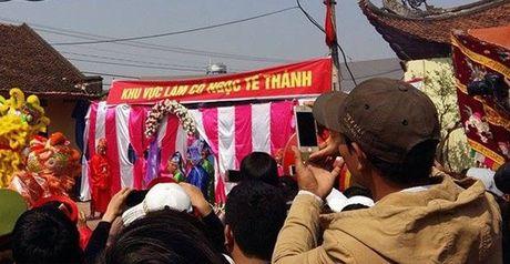 Le hoi chem lon o Bac Ninh 2016: Ong In duoc ruoc di 'tram' kin - Anh 1