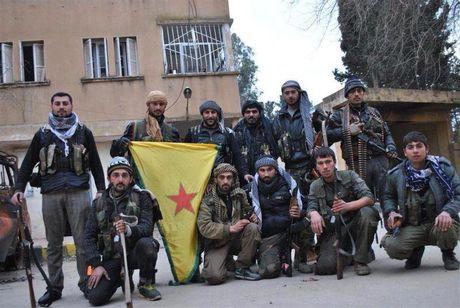 Nguoi Kurd dang don phien quan Hoi giao vao tu dia - Anh 1