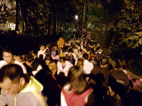 Hoi Chua Huong 2016: So tac duong, ngan nguoi khai hoi luc… nua dem - Anh 10