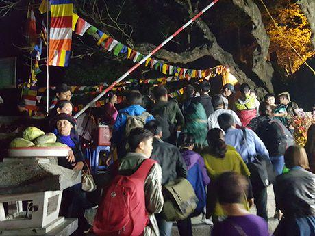 Hoi Chua Huong 2016: So tac duong, ngan nguoi khai hoi luc… nua dem - Anh 7