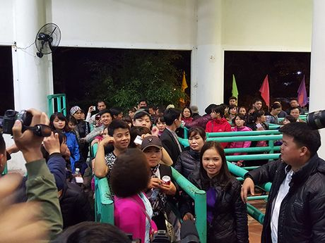 Hoi Chua Huong 2016: So tac duong, ngan nguoi khai hoi luc… nua dem - Anh 8