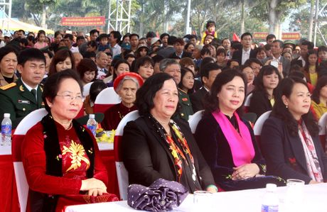 Pho Chu tich nuoc Nguyen Thi Doan dang huong tai den Hai Ba Trung - Anh 2